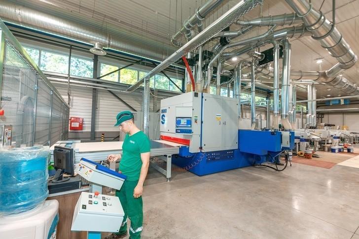 Компания «Свеза» двигается в ногу со временем: ультрафиолет для создания суперпрочного покрытие фанеры